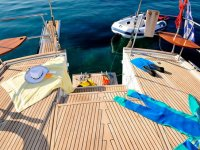 En la superficie del barco