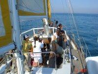 En el barco en el mar