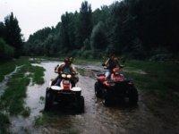 Recorre ríos en quad