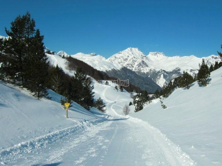 /tb_rutas-para-practicar-raquetas-de-nieve-en-el-pirineo-aragones-con-ninos-candanchu.jpg