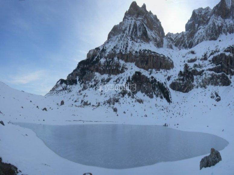 /tb_rutas-para-practicar-raquetas-de-nieve-en-el-pirineo-aragones-con-ninos-ibon-piedrafita.jpg