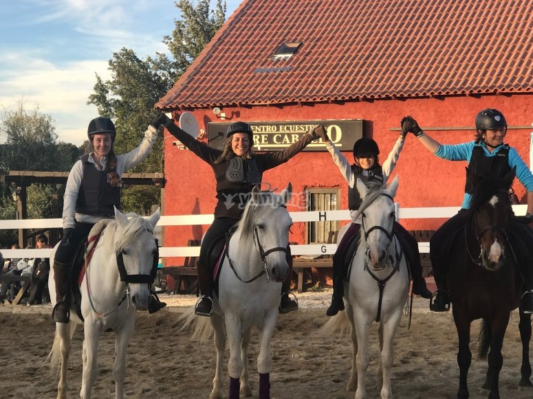 Horseback classes students