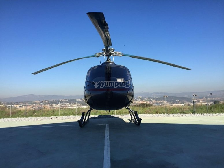 Helicoptero en tierra
