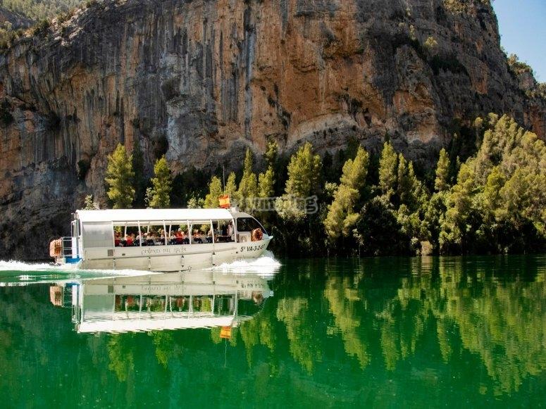 River boat tour through Júcar canyon