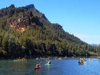 Remando en los kayaks por el Ebro
