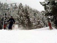 Skiers in Benas Valley