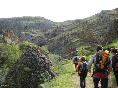 徒步游览Leon山脉3小时