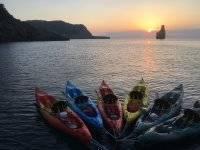 Kayaks con la puesta de sol