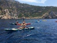 Grupo de kayakistas en Ibiza