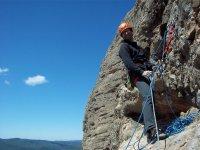 天然攀岩者在攀登Riglos马娄斯