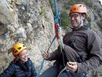 登山装备Rapel在里格洛斯岩