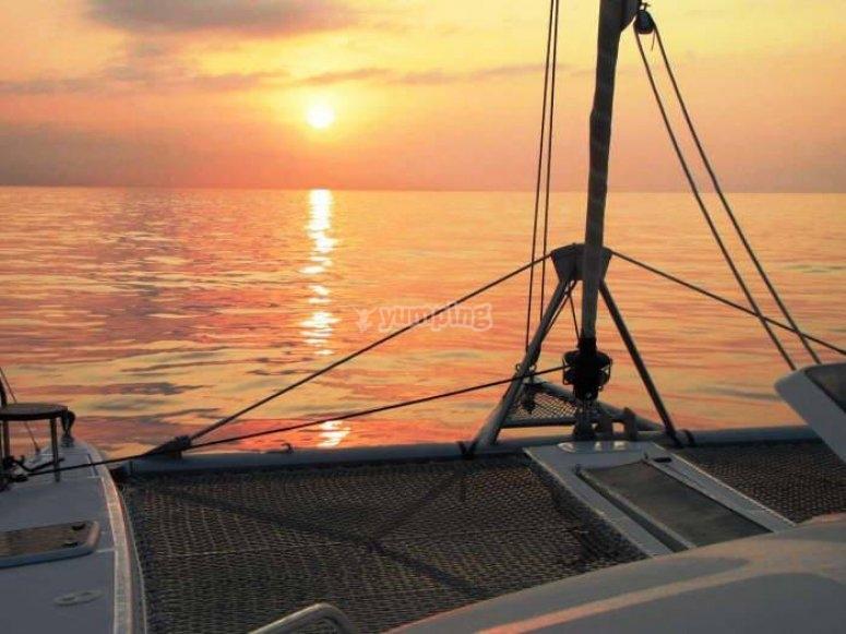 Puesta de sol en alta mar