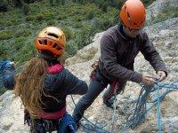 准备攀岩设备