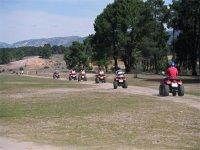 Procesión de quads realizando una ruta