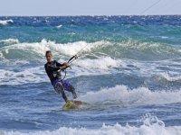 Mucha diversion practicando Kitesurf