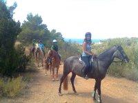 Passeggiata a cavallo davanti al Mare