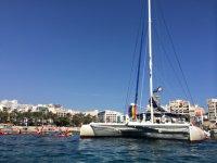 Catamaran an la costa