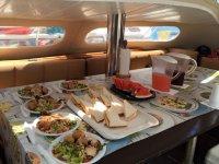 Servicio de comida en el barco