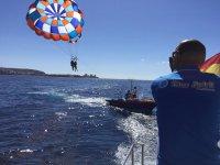 Viendo el despegue en el parasailing