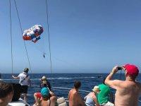 Viendo el parascending desde el catamaran