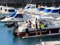 Mujeres a punto de comenzar el paseo en barco