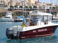 Saliendo del puerto en el barco de Black Crab