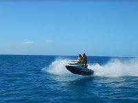 Moto de agua levantandose con la aceleracion