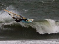 Sorgere con la tavola da windsurf