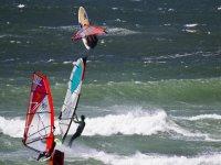 mortale windsurf in aria