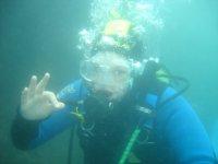 Disfrutando de la inmersión de buceo
