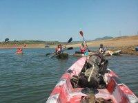 Carrera de remos hasta la orilla