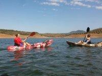 Visitantes en kayaks individuales