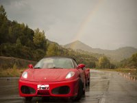 Ferrari bajo el arcoiris