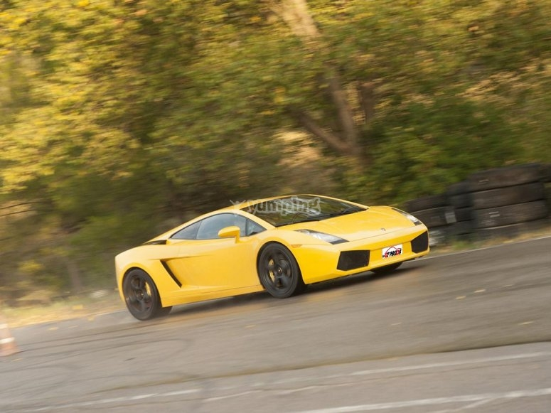 Pilot a Lamborghini on road