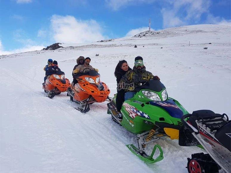 Divirtiéndonos con motos de nieve