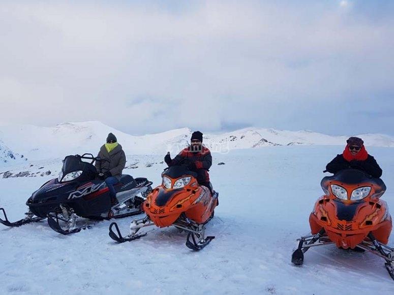 Ruta off the road con motos de nieve