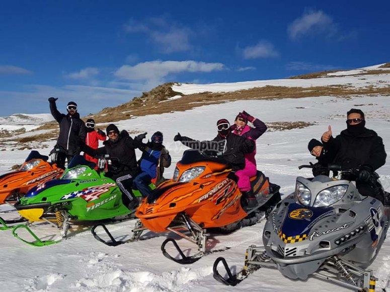 Por los paisajes andorranos con motos de nieve
