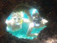 Asomados a cueva submarina