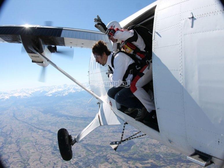 salto en paracaidas en pau