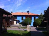 Edificio principal azul