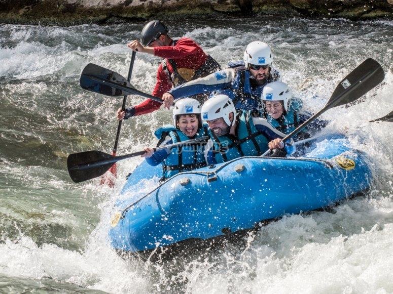 Descenso en rafting con familia