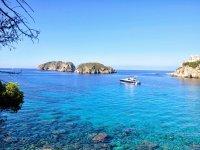 Visitando las islas Malgrats en barco