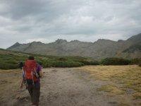 Woman hiking with Luyaventuras