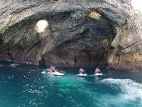 Motos de agua en gruta