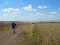 Practicando senderismo por la Comarca Rioja Alta
