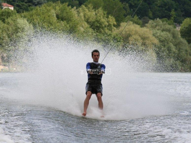 Esquí acuático pantano de Entrepeñas