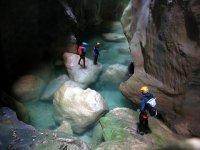 峡谷令人印象深刻的山沟
