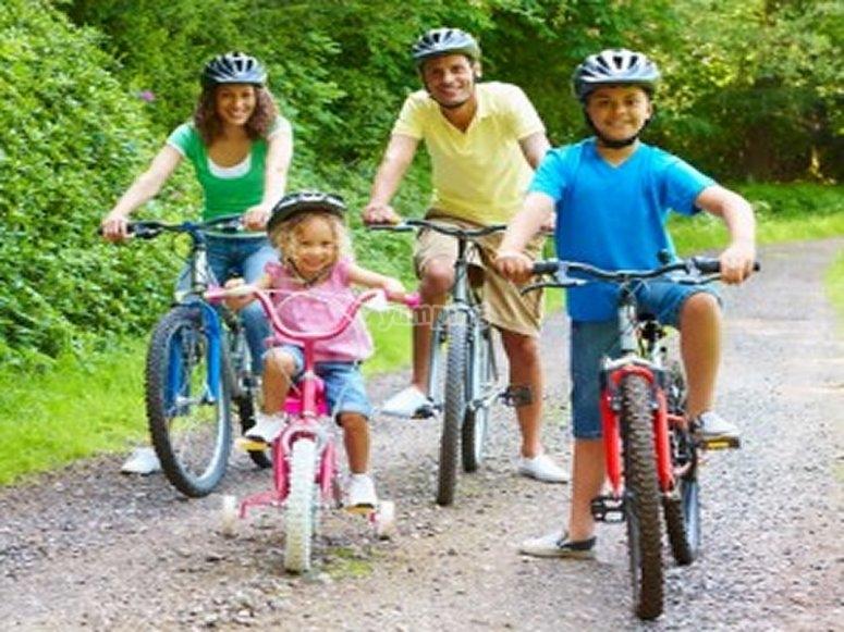 Actividad familiar en bicicleta