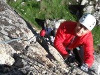 攀登岩石墙
