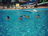 Nadando en la laguna
